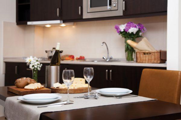 sr_georgia_tbilisi_cit-freedom-square_1brm-dlx_kitchen_02-hr_id757060_1600x1000