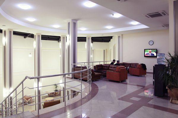sr_georgia_tbilisi_cit-freedom-square_lobby-hr_id757360_1600x1000