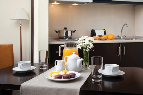sr_georgia_tbilisi_cit-freedom-square_studio_kitchen-hr_id757760_1600x1000